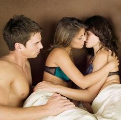 Секс втроем: как ублажить двух женщин сразу?